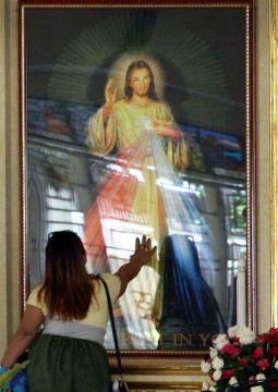 Divine Mercy picture sparks grace